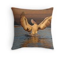 PELICAN MARLO VIC. Throw Pillow
