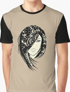 Layla Graphic T-Shirt