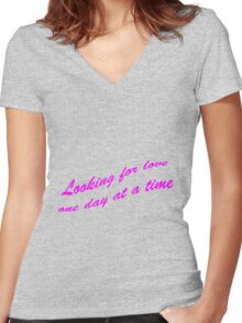 Looking for love Women's Fitted V-Neck T-Shirt