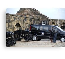 Cannons at Half Moon Battery inside Edinburgh Castle and van Canvas Print