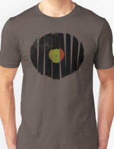 Cool Broken Vinyl Record Grunge Vintage T-shirt Design T-Shirt