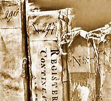 Faded Books - Antiek  by Yvon van der Wijk