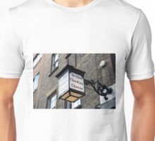 Ye Olde Cheshire Cheese wall lamp in Fleet Street London Unisex T-Shirt