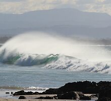 The Pass - Byron Bay by Louise Linossi Telfer