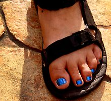 blue toes by lensbaby