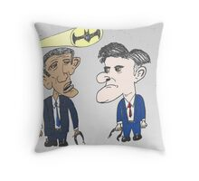 Caricature de Obama et Romney sous le Batsignale Throw Pillow