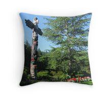 totem in butchart gardens Canada Throw Pillow