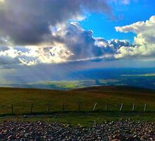 Top of Tinto in Biggar, Lanarkshire, Scotland. by Silentwhisperer