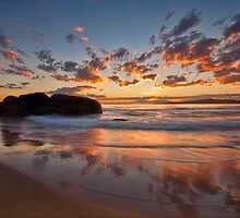Main Beach - South West Rocks by Malcolm Katon