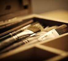 macro paintbrushes in paint box by Flaxmadeus