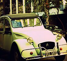 Old Citroën 2CV by Sciuridae