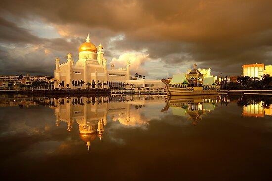 Royal Mosque in Brunei by reisefoto