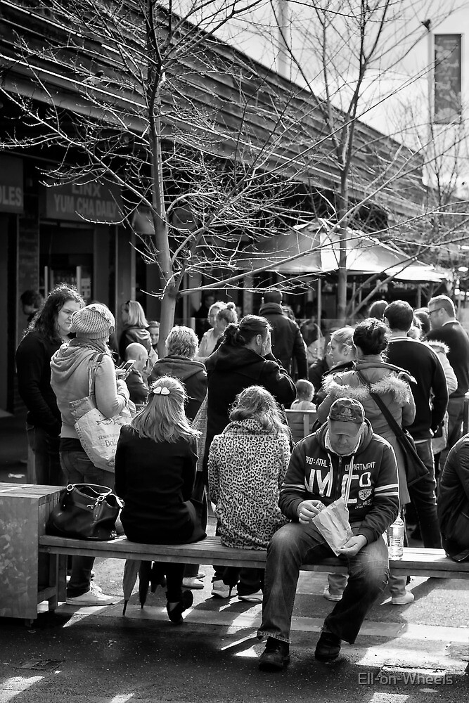 The queue ... by Ell-on-Wheels