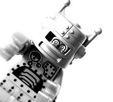 Robot by heeerins
