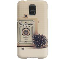 Retro - Vintage Autumn Camera and a Pine Cone on Beige Pattern Background  Samsung Galaxy Case/Skin