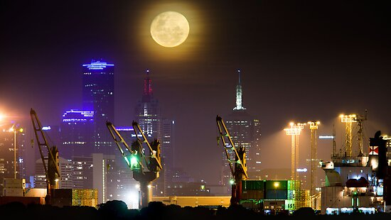 Moonrise over Melbourne by Phil Hart