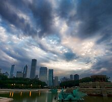 Chicago's Buckingham Fountain on a cloudy morning by Sven Brogren