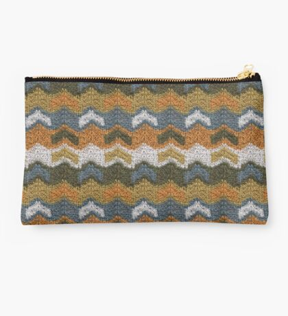 Flying V's Knit Studio Pouch