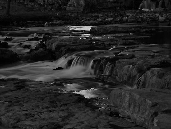 The Middle Section of the Sioux Falls by Scott Hendricks