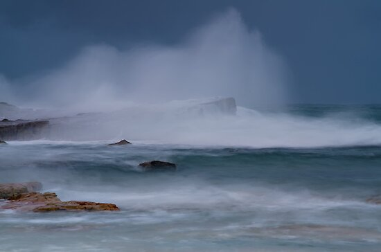 Storm Surf by bazcelt