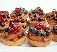 Fresh fruit in a puff-pastry shell by mrivserg