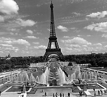BW France Paris Fontain Chaillot Tour Eiffel 1970s by blackwhitephoto