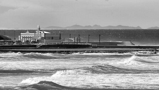 Newcastle Ocean Baths ll by Andrew Woodman