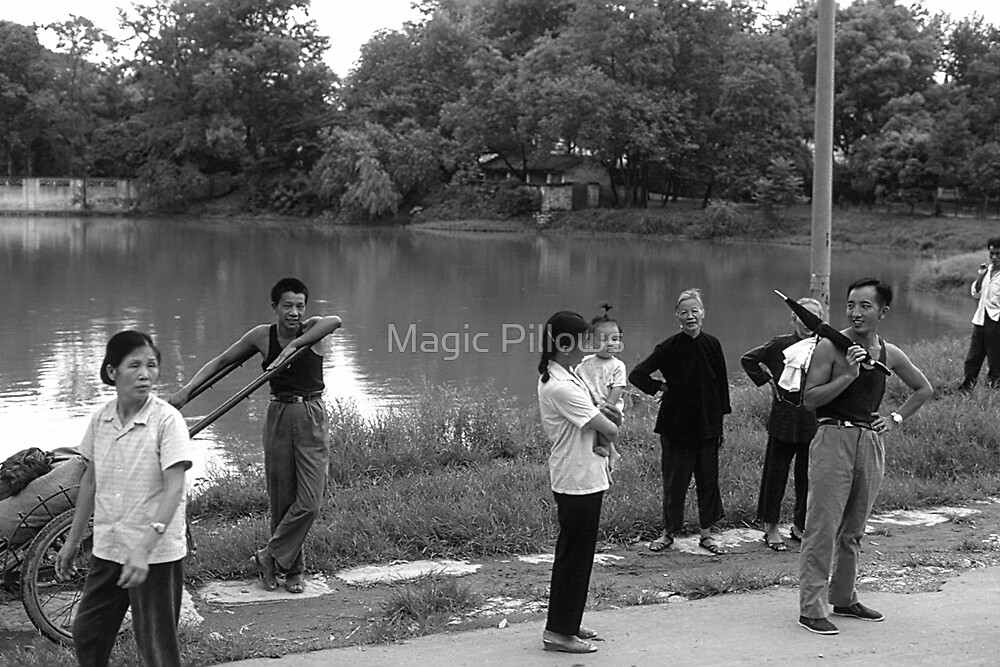 BW China Guilin river people 1970s by blackwhitephoto