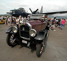 Vintage Car @ Albion Park Airshow 2010 by muz2142
