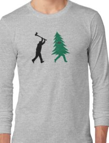 Funny Christmas Tree Hunted by lumberjack (Funny Humor) Long Sleeve T-Shirt