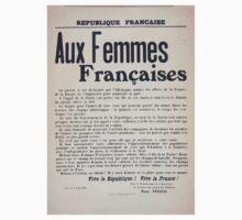 Aux femmes françaises La guerre a été déchaînée par lAllemagne malgré les efforts de la France de la Russie de lAngleterre pour maintenir la paix Kids Tee
