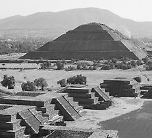 Teotihuacan - Pyramid of the Sun by distracted