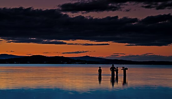 Last Fishing of the night by bazcelt