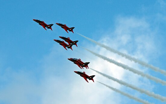 Red Arrows Formation by ukphotography