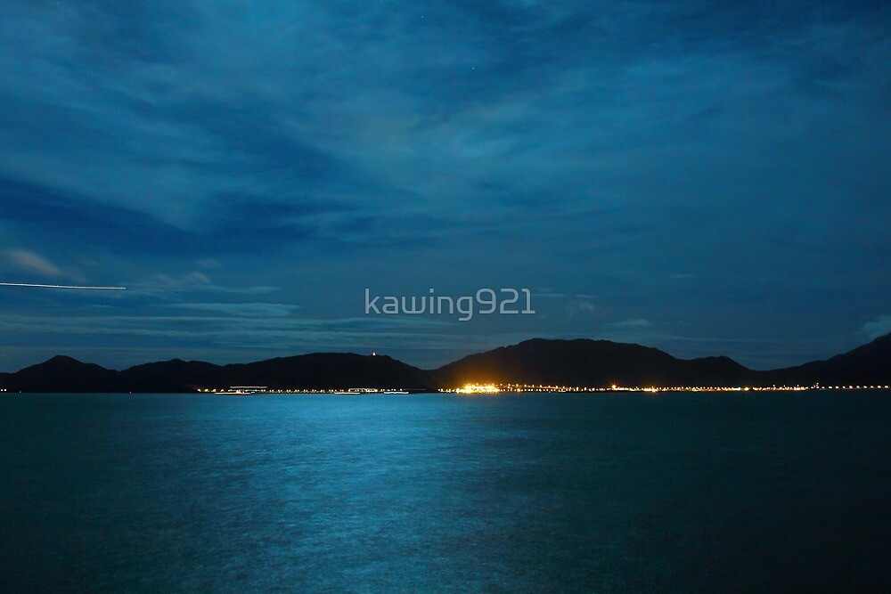 Full moon light over the ocean by kawing921