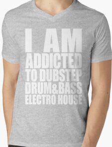 I AM ADDICTED TO DUBSTEP DRUM&BASS ELECTRO HOUSE (WHITE) Mens V-Neck T-Shirt