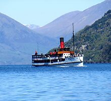 The TSS ' Earnslaw ' on Lake Wakatipu, New Zealand. by Roy  Massicks
