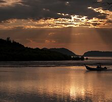 Homeward Bound With Rays Of Hope by Guaneye