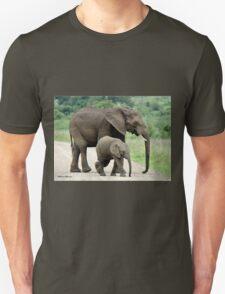 SIDE BY SIDE - THE AFRICAN ELEPHANT – Loxodonta Africana - Afrika Olifant Unisex T-Shirt