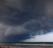 Heavy clouds by zumi
