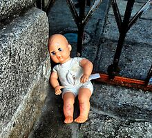 Abandoned doll by Asrais