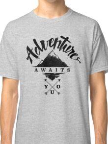 Adventure Awaits You - Cool Outdoor Shirt-Design Classic T-Shirt