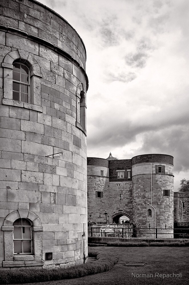 An imposing tower - London - Britain by Norman Repacholi