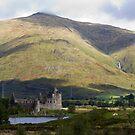 Kilchurn Castle by mikebov