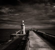 Folkestone lighthouse by Ian Hufton
