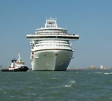 Ocean liner and boat  by pisarevg