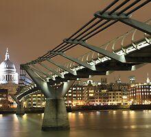 St Pauls / Millenium Bridge, London by Justin Mitchell