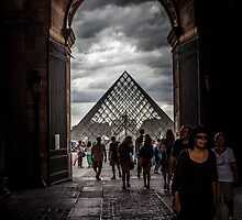 Pyramide du Louvre, Louvre Pyramid by glymps