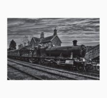 Great Western Railway Engine 2857 - Black and White Version One Piece - Short Sleeve