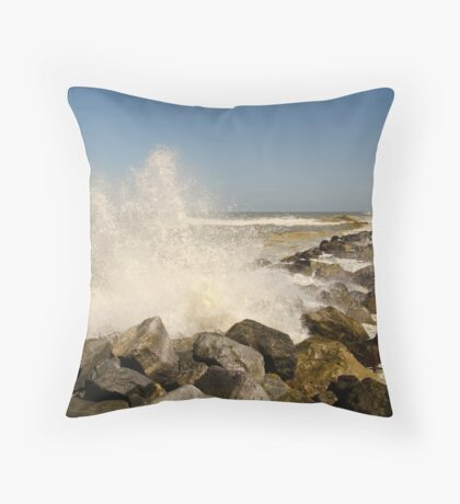 Breaking waves Throw Pillow